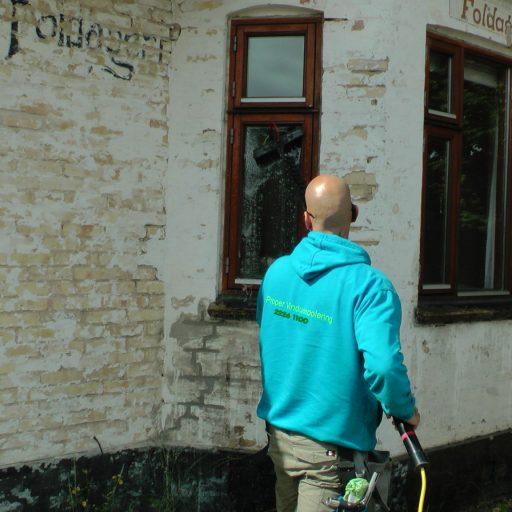 vinduepudsning af privat hus med kalkfrit vandanlæg